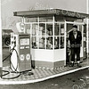 F2054<br /> Piet Koning (van de Kerklaan -  geb. 28-03-1904.; overl. 14-05-1976). Hij werkte bij de Uiver.