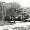 F1307a <br /> Het voormalige gebouw Concordia op de hoek Hoofdstraat/Concordiastraat. Omstreeks 1903 gebouwd als verenigingsgebouw voor Christelijke Belangen. Deed ook dienst als gymzaal en o.m. als repetitielokaal voor Crescendo (tot 1950). Later ook openbare lagere school en daarna katholieke kleuterschool. Eind 1985 gesloopt.