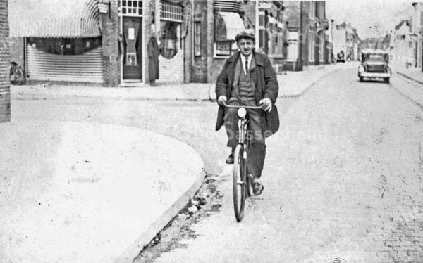 F3999<br /> Karel Willem van Breda (geb. 5-1-1889). Foto: ca 1930.