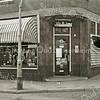 F2358<br /> De kruidenierswinkel van J.Th. van der Klugt, voorheen J.A. Mathôt, Hoofdstraat 211. Nu is hier al vele jaren de ABN Amro-bank.