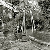 F2494<br /> De 'vrouwenbank' in Park Rusthoff krijgt een nieuwe plek. Het is een oorlogsmonument. In één van de stenen zijkanten is een loden koker  met een oorkonde gemetseld. De tekst op de bank is: 'ende zij desespereerden niet, onze vrouwen 1940-1945'. Het monument is onthuld op 31 augustus 1946. Foto: 2002.