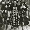 F3593<br /> Bevrijdingsfeest 1945. V.l.n.r.:  Lena Both, Nelie Overvliet en Nelie Roest. Zij beelden resp. uit: de toekomst, het heden en het verleden.