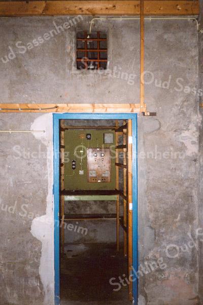 F0886b <br /> Een opname van het vroegere arrestantenhok in het voormalige brandspuithuis in de Floris Schoutenstraat. Gesloopt in het najaar van 2001.