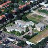 F3187<br /> Luchtfoto van Sassenheim. In het midden ligt bejaardenhuis De Schutse met daarvoor de laan met bomen, de Teijlingerlaan.