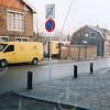 F4257<br /> <br /> De afbraak van de Aardewerkfabriek Velsen in december 2002. Rechts de huizen aan de Kerklaan 25 en 27, wachtend op de sloop. Uiterst rechts de werkplaats van bouwbedrijf M.J. van Breda & Zn B.V. Foto: 2002.