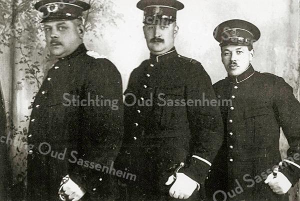 F1958<br /> De veldwachters; v.l.n.r.: C. Posthumus (chef), J.W. Bruinsma en J.L. Elst. Zie ook 'Kent u ze nog … de Sassenheimers', tekst nr. 63. Foto: 1924.