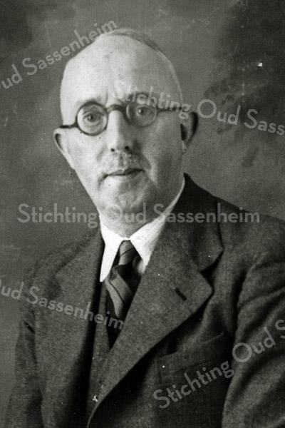 F2968<br /> Ds. A.M. Boeijinga (geb.: 19-09-1887, overl.: 01-09-1973). Hij was predikant van de geref. kerk van Sassenheim van 1919 tot 1928. Foto: 15 januari 1940.