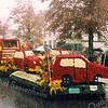 F2523<br /> Een verregend bloemencorso in 2003.