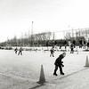 F2553<br /> Jeugdschaatswedstrijden bij voetbalvereniging Teylingen in het sportpark De Roodemolen. Foto: 2003.