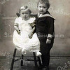 F2989<br /> Rechts Fok Moolenaar en zijn zusje Etty – kinderen van P. Moolenaar en T. Moolenaar-de Boer. Foto: 1917.