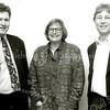 F1502 <br /> Links staat Aad Koster, fractievoorzitter PvdA. In het midden staat Marieke Voerman, gemeenteraadslid namens de PvdA en rechts staat Albert Olthof, wethouder namens de PvdA. Zij waren allen bestuursleden van de voormalige gemeente Sassenheim.