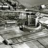 F3212<br /> Luchtfoto van de ruïne van Teijlingen. De weg boven is de Teijlingerlaan. Foto: omstreeks 1952.
