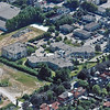 F3188<br /> Luchtfoto van Sassenheim. In het midden ligt bejaardenhuis De Schutse met rechts daarvan de laan met bomen, de Teijlingerlaan.