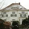 F3401<br /> Hoofdstraat 80, de vroegere woning van burgemeester Gouverneur. Thans (2007) woont dokter B.J.H. Warnaars op dit adres en heeft daar ook zijn praktijk.