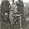 F1234 <br /> Zittend: Leo Eduard en Engelbert Kruijff. Staand: Jan Kruijff, Anna Fikken en Gerard Kruijff. Foto: 16 juni 1921.