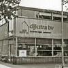 F2301<br /> De timmerwerkplaats van aannemer Dijkstra op de Hoofdstraat.  Nu is hier het Veteranenontmoetingscentrum Duin- en Bollenstreek, Hoofdstraat 292a.