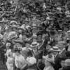 F0720e <br /> De feestelijke herdenking 1813-1913: een drukte van belang op het feestterrein (op de plek waar later de Jacoba van Beierenlaan en de Charbonlaan werden gebouwd). De feestelijkheden werden gehouden op 17 en 18 september 1913. Foto: 1913.