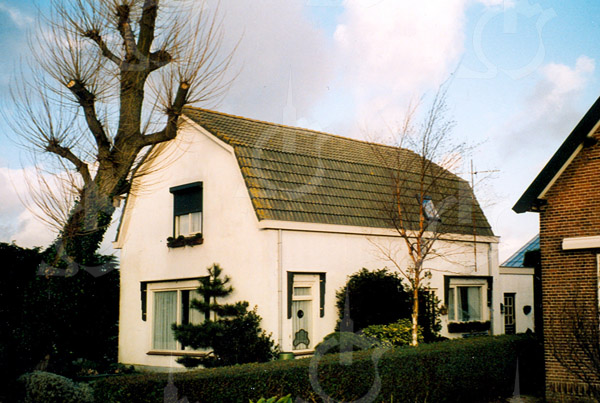 F4345<br /> Het woonhuis van C.Q.A. van Steyn, Oude Vaartweg 5. Het huis is verbouwd en werd vroeger bewoond door de fam. Teun Ciggaar. Foto: 2002
