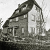 F2737<br /> De vroegere woning van de fam. Oostveen aan de Jac. van Beierenlaan nr. 16. Later woonde hier de fam. Hulsbergen. De woning is een ontwerp van architect Lohmann en is gebouwd in 1926. Architecten: Ponsen en Lohmann.  Foto: vóór 1929