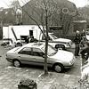 F2445<br /> Volgens zeggen is dit een wagen van de Explosieven Opruimingsdienst Defensie in de Julianalaan. Er was een verdacht pakketje gevonden achter het transformatorhuisje ter hoogte van nr. 49. Foto: ca. 1998.