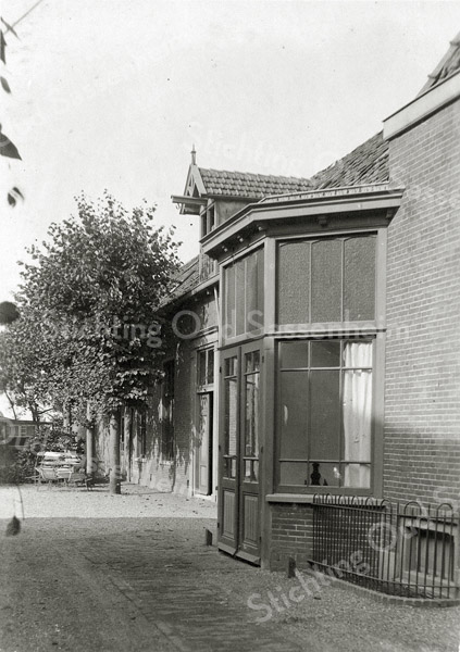 F0860 <br /> Sociëteitszaal van hotel-café-restaurant 't Bruine Paard aan de Hoofdstraat. C. Schipper was de eigenaar, later G. Teernstra.<br /> Collectie Oudshoorn 044. Foto: vóór 1921.
