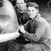 F4013 <br /> Links zit Leo Kapteijn en rechts Frans Hooymans, werkzaam bij garage Nieuwenhoven. Foto:jaren '30