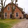 F1968<br /> De voormalige boerderij De Bonte Koe van de familie Verkleij aan de Rijksstraatweg nr. 60. Sinds het begin van deze eeuw is het pand geheel gerestaureerd  door de huidige bewoners de fam. De Bruin; het dient nu niet meer als boerderij, maar als woonhuis. Op de foto is te zien dat het zomerhuis is verdwenen en op die plaats de nieuwe entree gemaakt is.  Het pand is een rijksmonument. Foto: 2001.