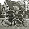 F3776<br /> Politieagent Elst met links politieagent Bruinsma?