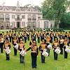 F1971<br /> Een promotiefoto van drum- en showband Adest Musica op de Hertenkamp te Heemstede. Vanaf de oprichting op 31 januari 1952 heette deze muziekvereniging Rooms-Katholieke Harmonievereniging Adest Musica, daarna enige jaren Tamboer- en Pijperscorps. De Latijnse naam ('daar zit muziek in') was destijds bedacht door kapelaan A. Strooband. Foto: 1997.