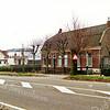 F1379c <br /> Een latere foto van Rijksstraatweg 68. Vroeger is woonde hier J.C. Verdegaal, tegenwoordig is het bewoond door de fam. Stevens. De bollenschuur achter het huis is afgebroken. Er staat nu een garage. Het café van Juffermans is ook zichtbaar, dat stond op de hoek van de Rijksstraatweg en de Warmonderweg.