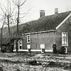 F0529 <br /> Boerderij de Clinckenbergh. Deze stond aan de Klinkenberg ten oosten van de rijksweg 4 (nu A44) en ging op 20 maart 1945 door een bombardement verloren. Later, in 1950, is er een nieuwe boerderij voor in de plaats gekomen – met dezelfde naam.  Zie voor toelichting ook het Stratenboek van Sassenheim, pag. 176/177 en de beschrijving in Kent U ze nog....de Sassenheimers van A.M. Hulkenberg, pag. 2.