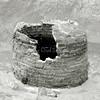 F2860 <br /> In opdracht van de gemeente Teylingen gingen twee archeologen van IDDS Archeologie uit Noordwijk op 23 en 24 april 2012 de grond van het Boschplein in en vonden o.a. deze stenen waterput. Foto: 2012