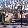 F0150 <br /> De voormalige basisschool Het Bolwerk, gelegen aan de Parklaan. De foto is genomen vanaf de J.P.Gouverneurlaan. Foto: 1996. Zie ook beschrijving bij F0149.