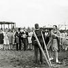 F1312 <br /> Oranjefeest in vroeger jaren. Het meisje is geblinddoekt en moet de pop zien te raken. Op de achtergrond kijkt schoenmaker Van Dam (met hoge hoed) lachend toe. Foto: ca. 1932.