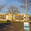 F0495<br /> Het seniorencomplex Gildehof op de hoek van de Westerstraat en de Willibrorduslaan. Een woningcomplex met drie woonlagen en voorzien van een gemeenschappelijke ruimte (atrium) en een binnenplaats. Foto: 1999.