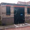 F4349<br /> Het voormalig brandweerspuithuis in de Floris Schoutenstraat, gebouwd omstreeks 1910. De laatste periode werd het gebouwtje gebruikt als opslag voor fietsen van rijwielhandel P. van der Geest. Het pand is gesloopt in januari 2002 om ruimte te maken voor nieuwbouw. Zie ook bijgaande beschrijving. Foto: 2001