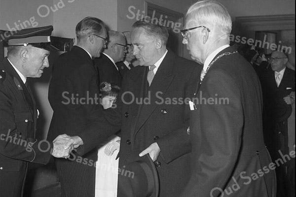 F3699<br /> De ontvangst van de Commissaris der Koningin mr. J. Klaassesz. door burgemeester jhr.mr. R. Sandberg van Boelens. Foto: 1959.