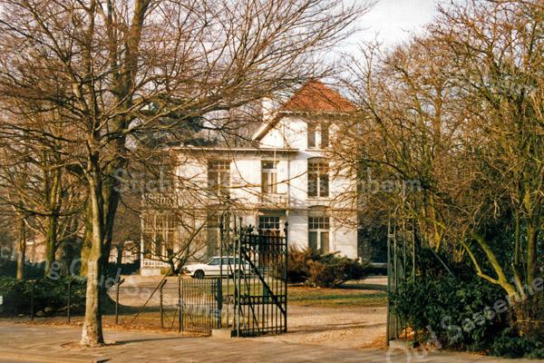 F2895<br /> Casa Reale. Het is in 1894 door Eduard Cuypers ontworpen voor Gerard Kruijff. Casa Reale is een Rijksmonument. Foto: 1992.