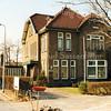 F2886<br /> Villa Willem's Hoeve op Teijlingerlaan 11. Gebouwd eind 1926 voor bollenkweker en -handelaar J.D. Papendrecht. Ook de ouders van Jo Dreef hebben hier gewoond, later weer Han Eldering. In de jaren '90 woonde hier gedurende vele jaren de fam. Gidi Ciggaar. Ook de familie Tukker heeft er gewoond. Links is de inrit naar het Hortusplein. Foto: 1992.