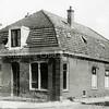 F1195 <br /> Het huis van de fam. Bader op de hoek Hoofdstraat/Hoekstraat. Dit pand is later verbouwd tot kapsalon Holland ; nu (2016) is hier Bob's Line gevestigd.