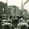 F3984<br /> Het bevrijdingsfeest in de Hoofdstraat ter hoogte van slagerij Couvée. Foto: 1945.