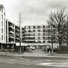 F2459<br /> Het zorgcentrum St. Bernardus met links de nieuwbouw van de Zilverstroom. Foto: 2000.