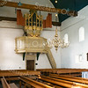 F2443<br /> Het interieur van de Ned.-herv. kerk (Dorpskerk) met het Goltfusz-orgel uit 1657 van de voormalige Gasthuiskerk te Delft. Na de restauratie van de kerk is het daar in 1975 geplaatst.  Foto: 1976.