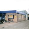 F0379 <br /> Het bedrijf en kantoor van W.Moolenaar & Zn BV aan Hoofdstraat 135 (in 1997 verhuisd naar de Loosterweg). Het achtergelegen bedrijfspand is gesloopt om plaats te maken voor de woonwijk Prinsenhof, nu onderdeel van de Koningshuyswijk. In het kantoorgedeelte is nu (2016) een dierenarts gevestigd. Foto: 1997.