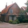 F1647 <br /> De woning van dhr. Arnold van Rijn aan de Lindenlaan 24. Het huis is na het overlijden van dhr. Van Rijn in 2003 gesloopt en geheel vervangen door nieuwbouw en bewoond door een kleinzoon.