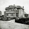 F2739<br /> Dubbele woning aan de Beukenlaan te Sassenheim. Rechts woonde de fam. Hubers  en links de fam. Oostenrijk, die een wijnhandel dreef.  Architecten: Ponsen en Lohmann. Foto: vóór 1929