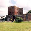 F2486<br /> De ruïne van Teylingen, door Sassemers ook wel 'de Stomp' genoemd. Foto: 2001.