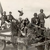 F4529<br /> Bevrijdingsoptocht. Foto: 1945.<br /> dhr. Wouwijs en Vonk staan op de foto.