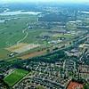 F3565<br /> Luchtfoto van Sassenheim. Linksonder ligt het speelveld van De Bassets. Boven zijn de Kagerplassen te zien.