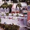 F2392<br /> Een panoramafoto, genomen vanaf de Dorpskerk. In het midden het pand van modehuis Melman. Links het woonhuis van fam. C. Melman. Nu is hier het pand van de Hema met appartementen. Foto:1979.